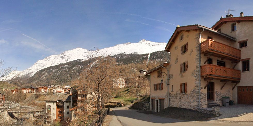 Location appartement ski val cenis Lanslevillard - facade forge